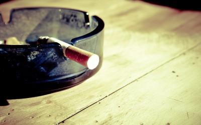 Pykanie szlugów jest pewnym z z większym natężeniem tragicznych nałogów